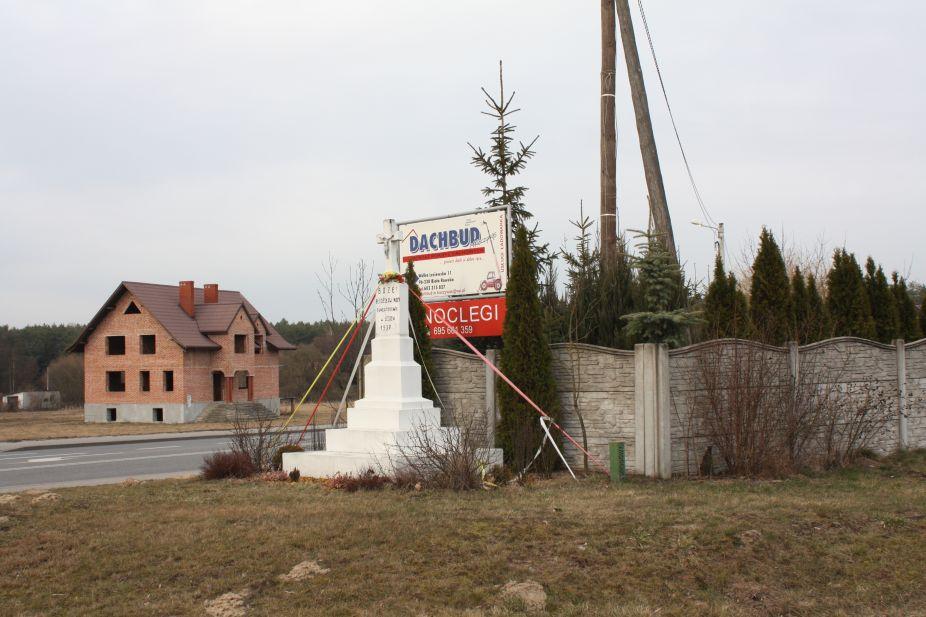 2019-03-07 Wólka Lesiewska kapliczka nr1 (1)