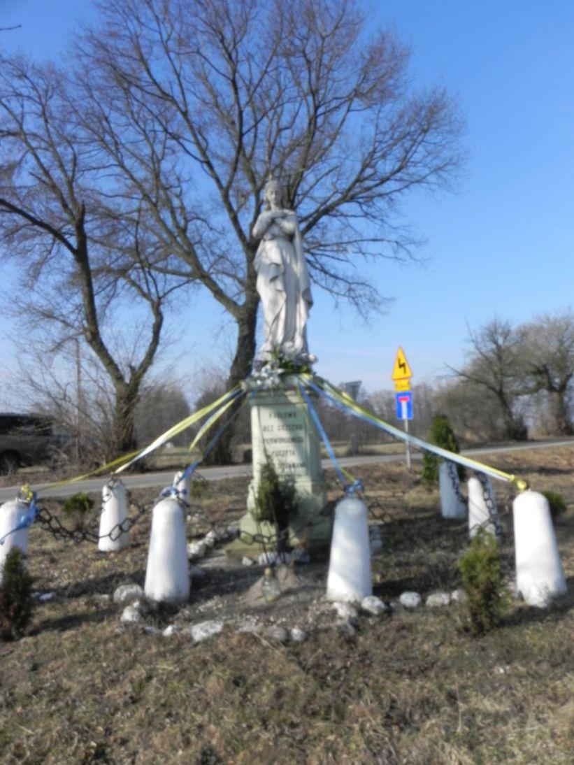 2012-03-25 Wysokienice kapliczka nr4 (4)