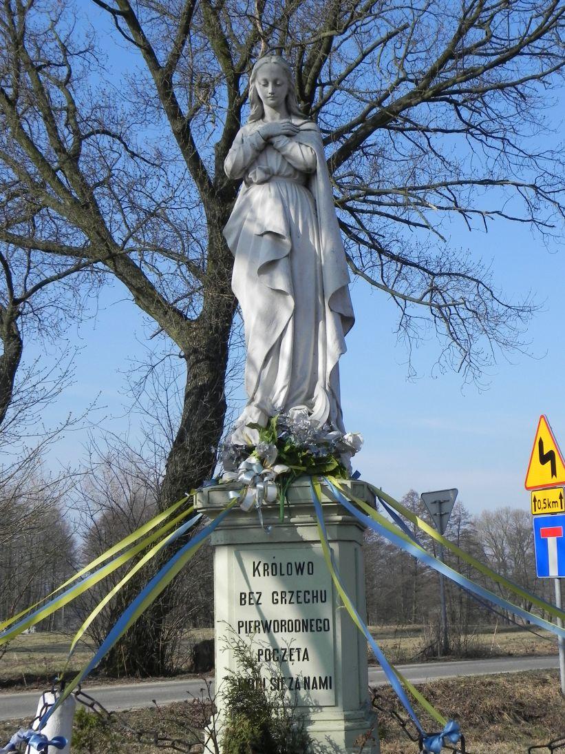 2012-03-25 Wysokienice kapliczka nr4 (5)