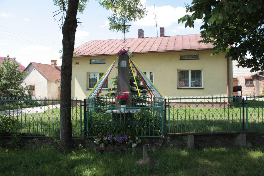 2018-05-20 Wysokienice kapliczka nr1 (2)