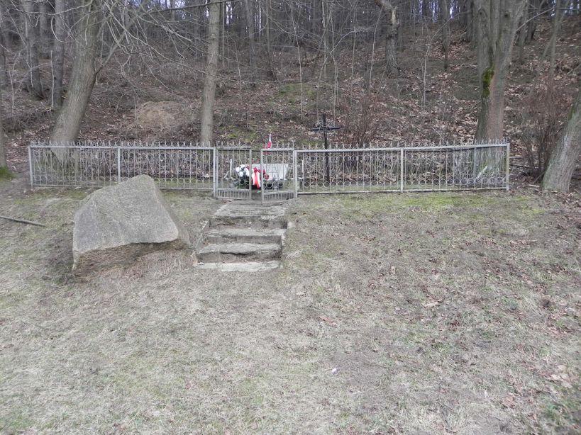 2018-01-14 Inowłódz - pomnik (1)