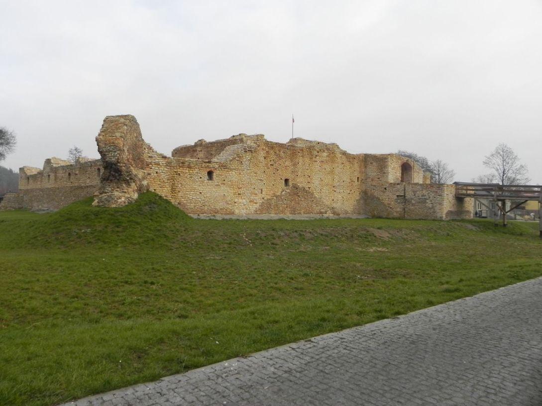 2013-11-17 Inowłódz - Ruiny zamku (11)