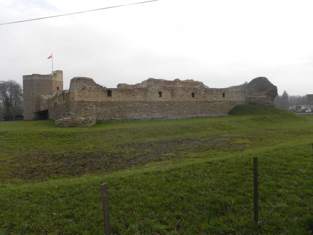 2013-11-17 Inowłódz - Ruiny zamku (16)