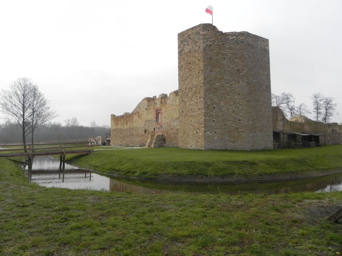 2013-11-17 Inowłódz - Ruiny zamku (2)