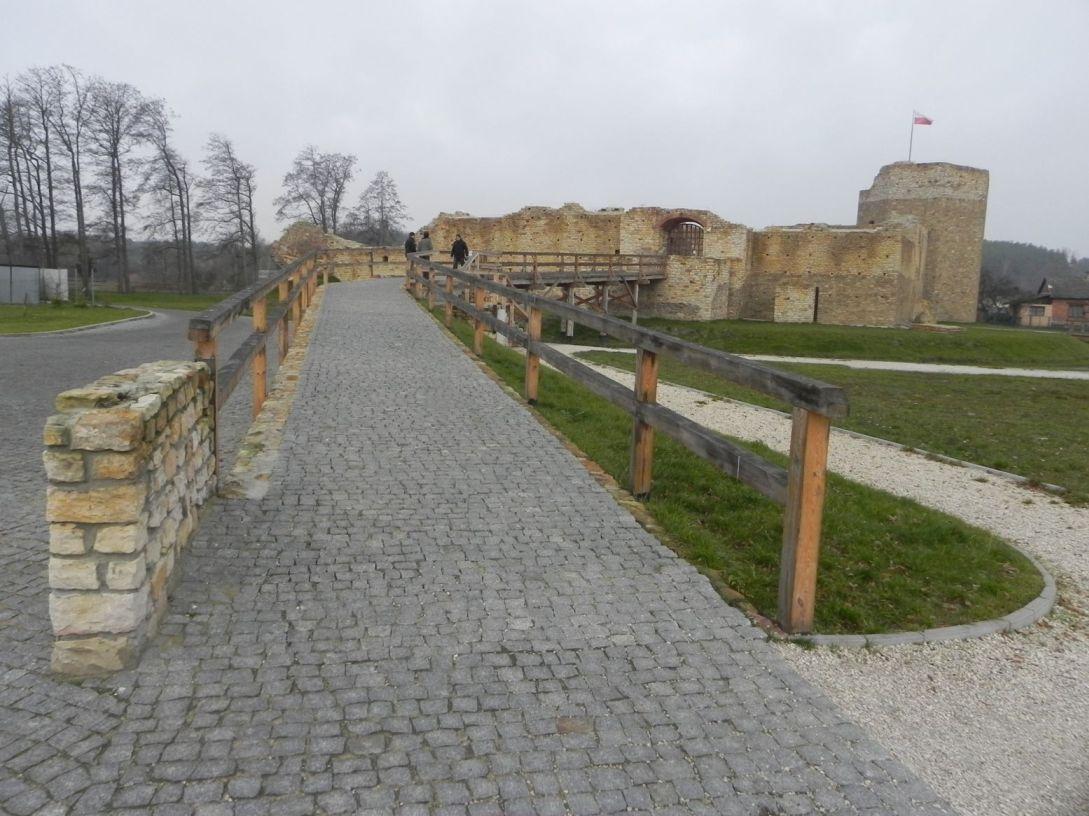 2013-11-17 Inowłódz - Ruiny zamku (6)