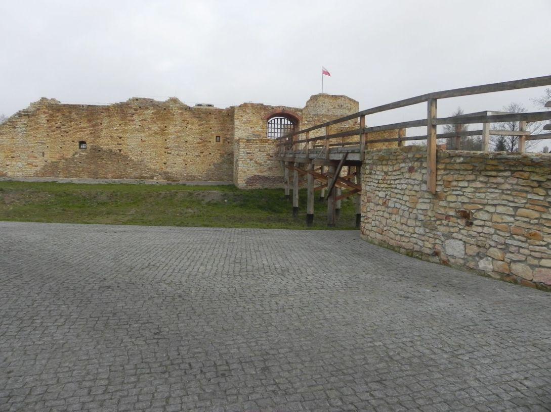 2013-11-17 Inowłódz - Ruiny zamku (7)
