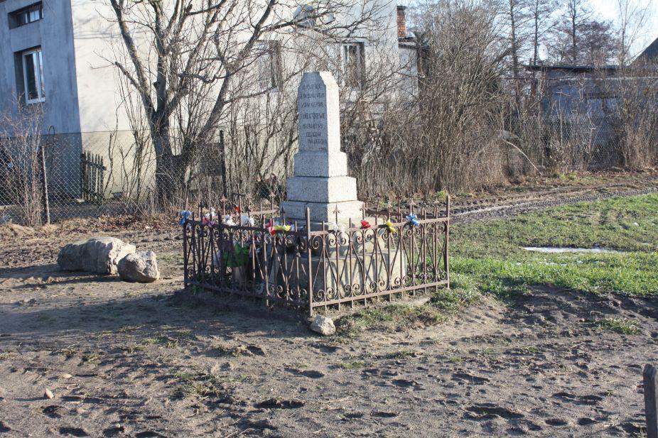 2019-02-10 Celigów kapliczka nr2 (1)