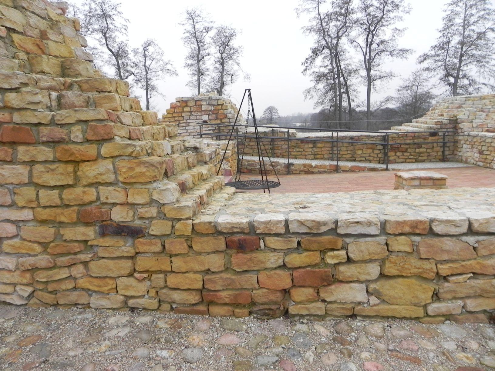 2014-01-05 Inowłódz - Ruiny zamku (11)