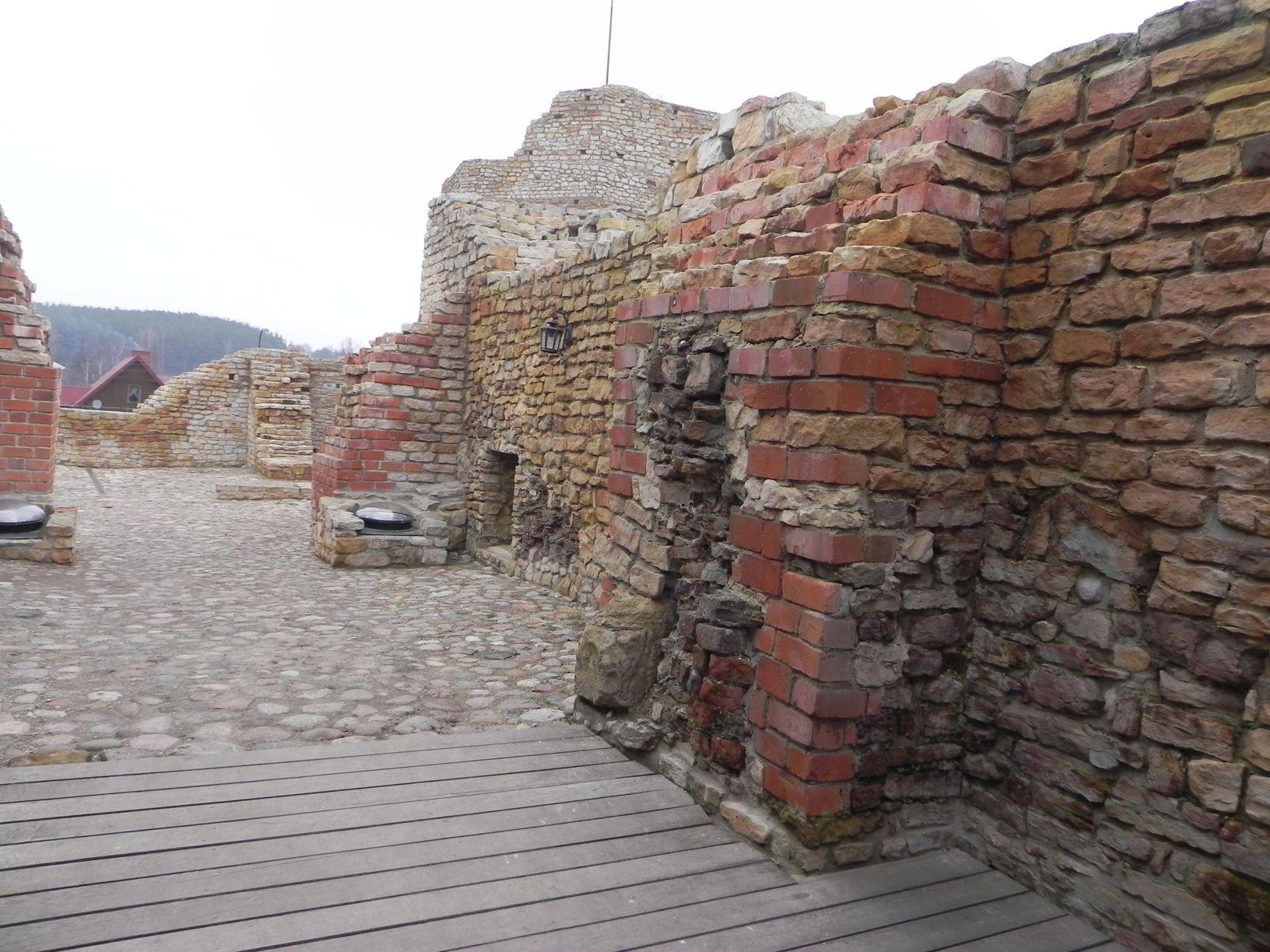 2014-01-05 Inowłódz - Ruiny zamku (7)