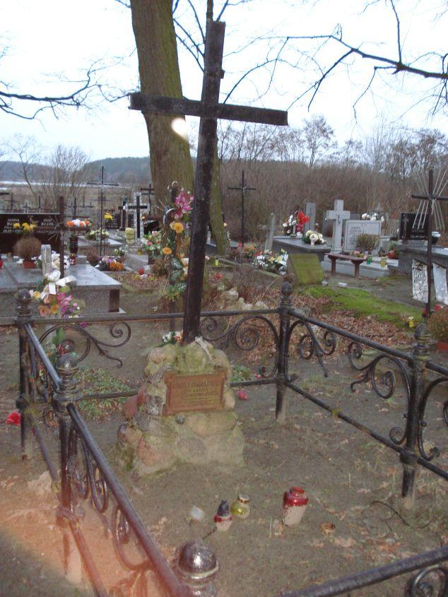 2007-01-01 Krzemienica - cmentarz parafialny (3)