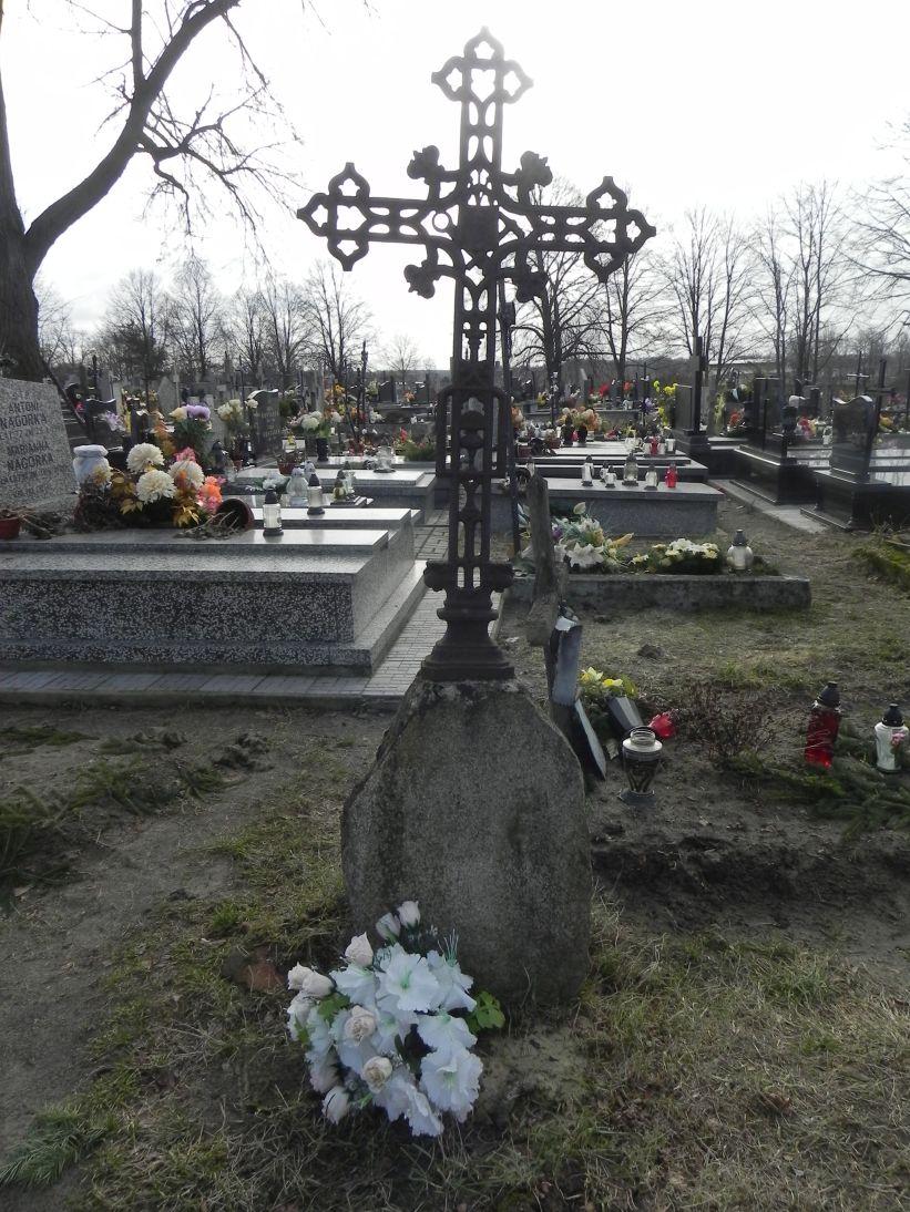 2011-02-09 Krzemienica - cmentarz parafialny (1)
