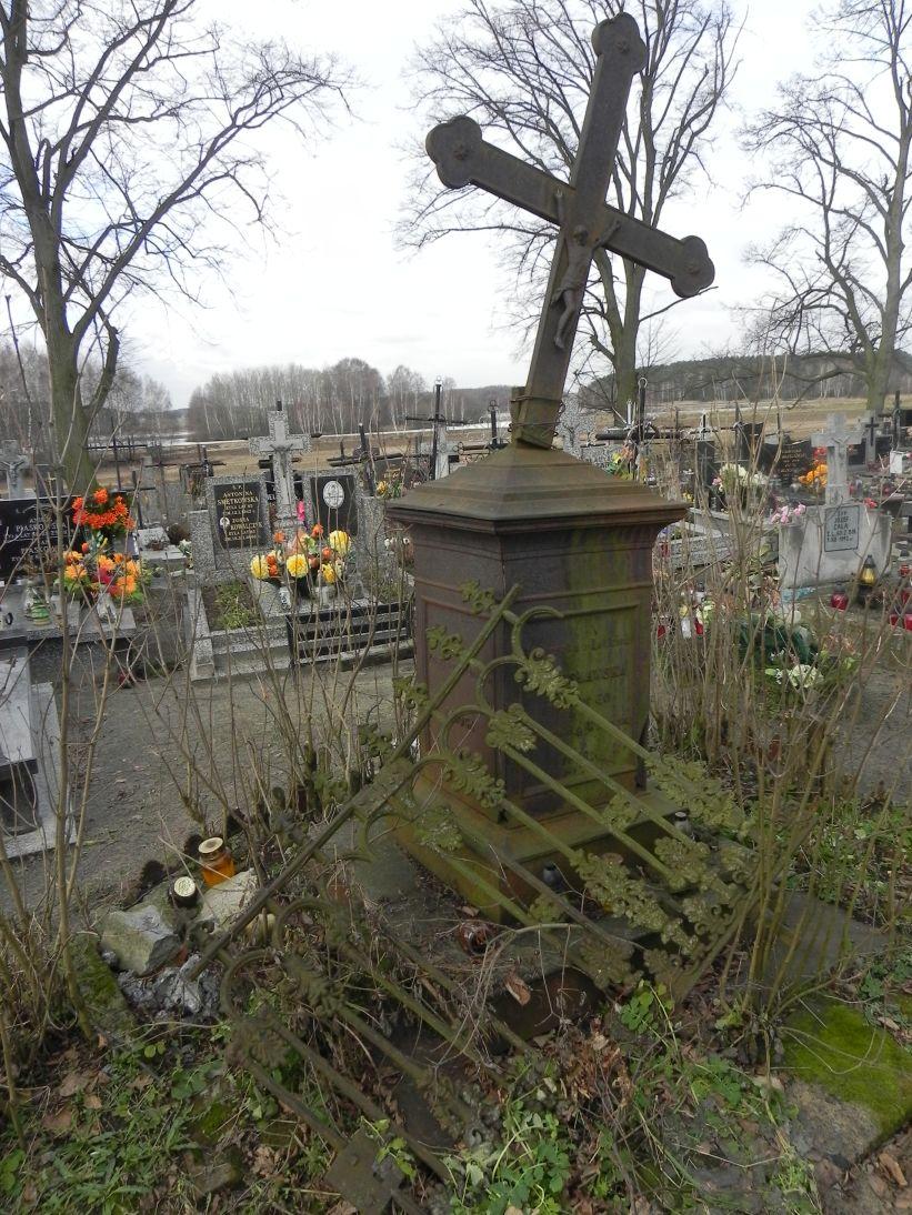 2011-02-09 Krzemienica - cmentarz parafialny (10)