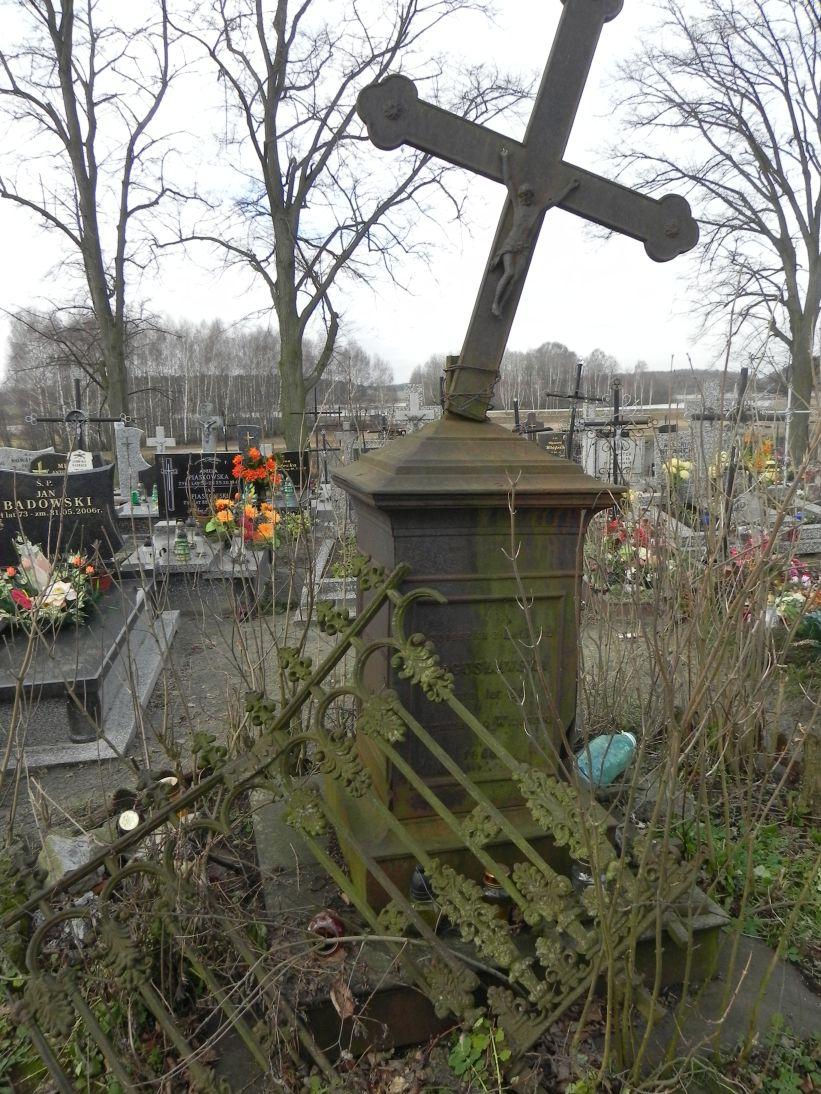 2011-02-09 Krzemienica - cmentarz parafialny (11)