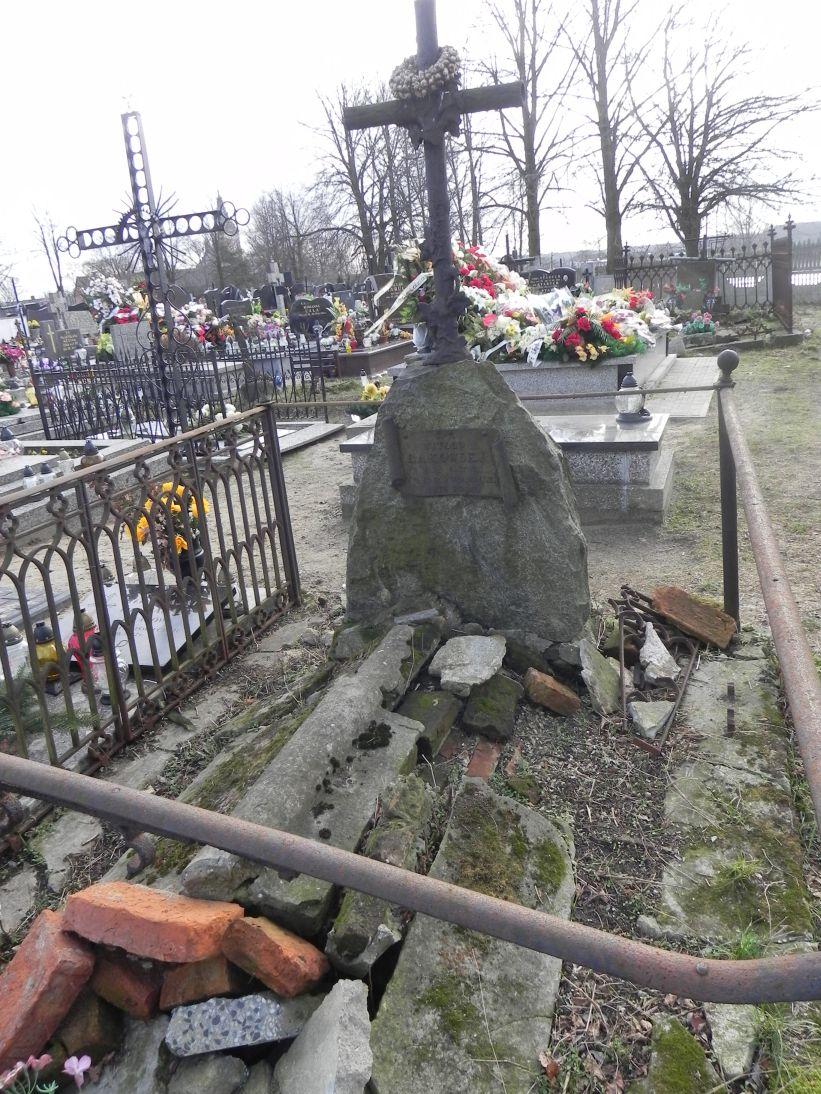 2011-02-09 Krzemienica - cmentarz parafialny (6)