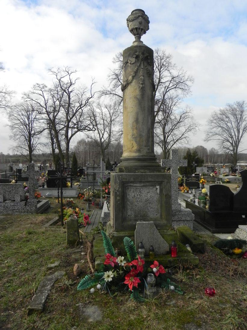 2011-02-09 Krzemienica - cmentarz parafialny (8)
