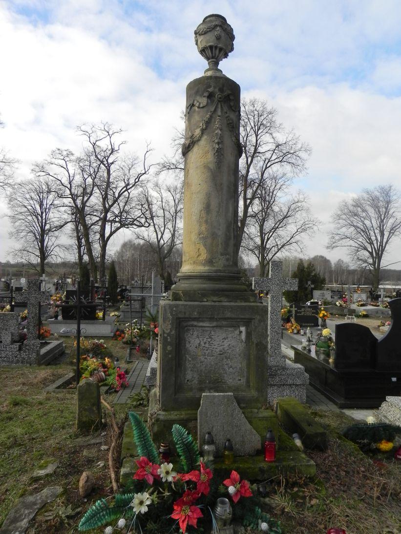 2011-02-09 Krzemienica - cmentarz parafialny (9)