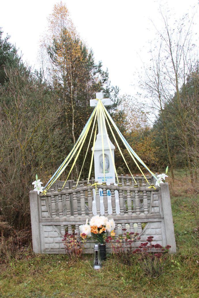 2019-11-10 Kamienna Wola kapliczka nr2 (2)