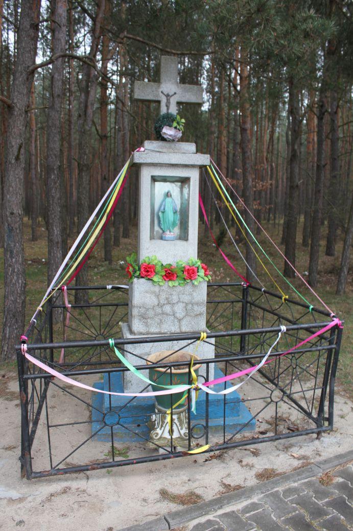 2019-04-07 Kłonna kapliczka nr2 (9)
