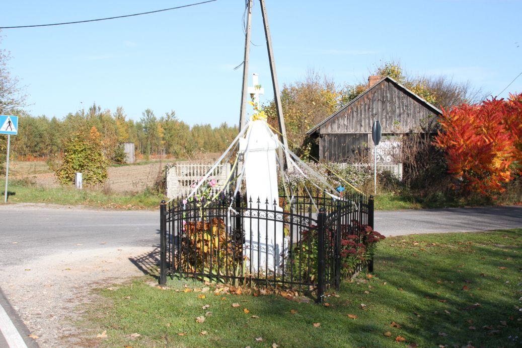 2019-10-20 Kłonna kapliczka nr3 (1)
