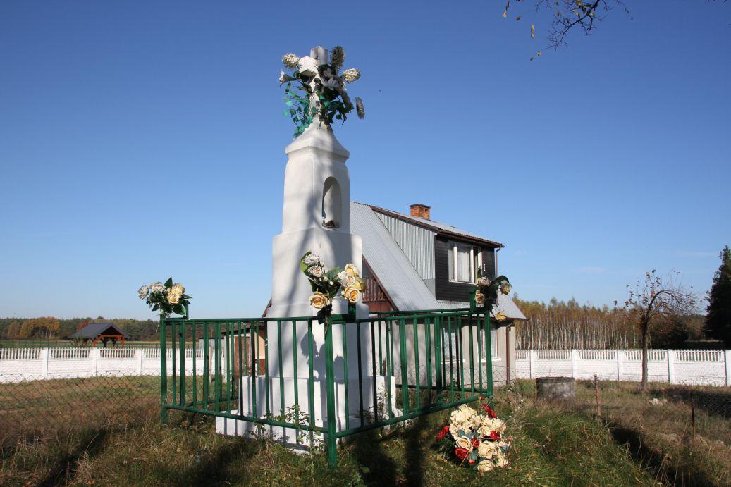 2019-10-20 Nieznamierowice kapliczka nr1 (10)