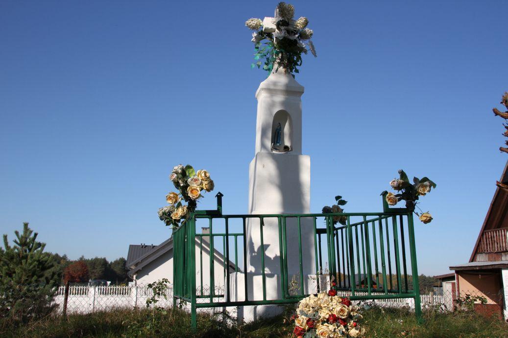 2019-10-20 Nieznamierowice kapliczka nr1 (11)