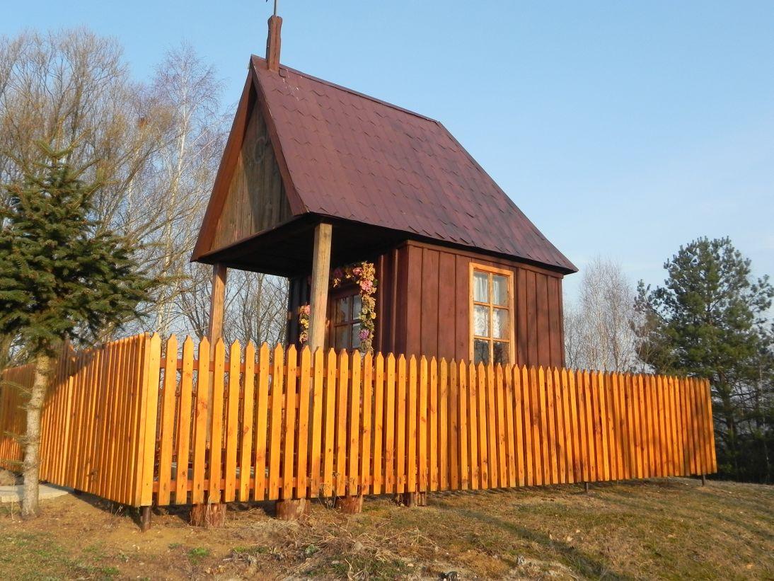 2012-03-25 Chociwek - kapliczkanr1 (1)