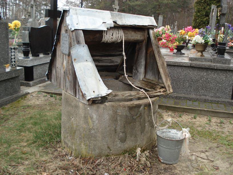 2007-03-18 Lewin - cmentarz parafialny (2)
