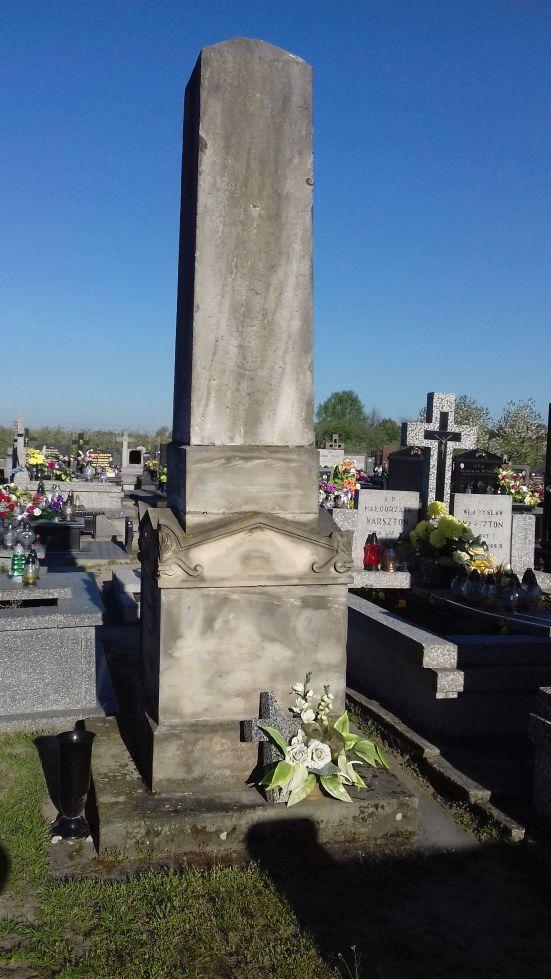 2018-04-22 Łęgonice Duże - cmentarz parafialny (1)