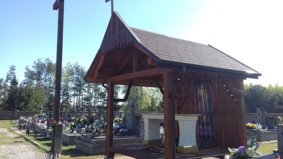 2018-04-22 Łęgonice Małe - cmentarz parafialny (1)