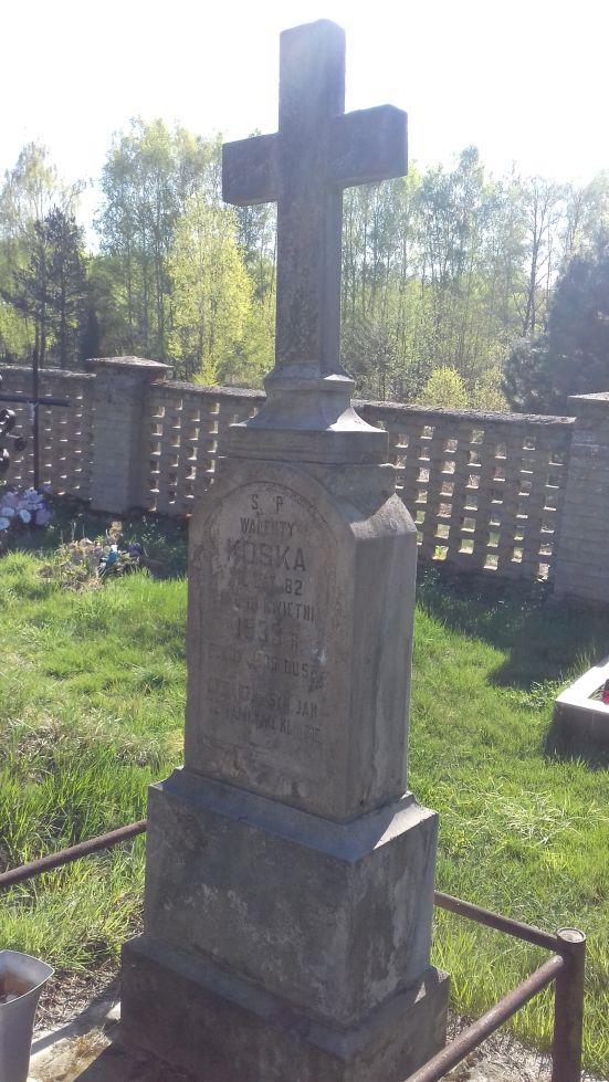 2018-04-22 Łęgonice Małe - cmentarz parafialny (5)