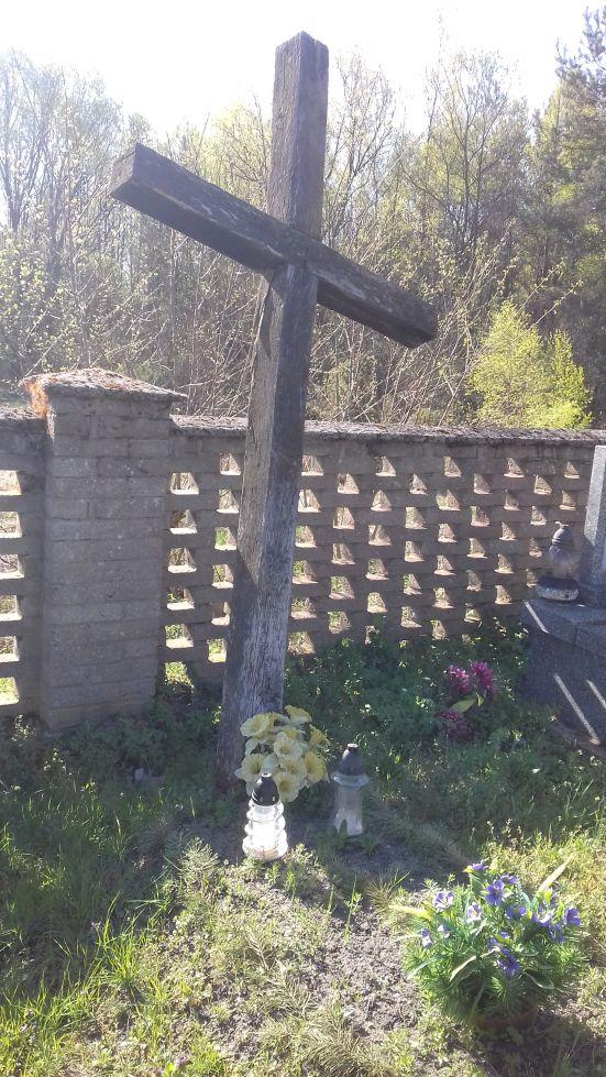 2018-04-22 Łęgonice Małe - cmentarz parafialny (6)