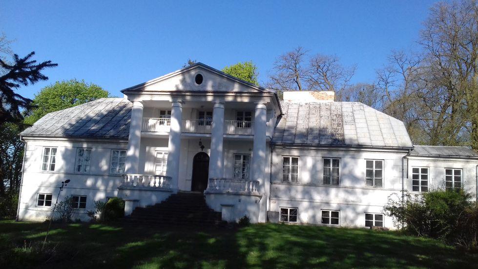 2018-04-22 Łęgonice Duże - pałac (10)