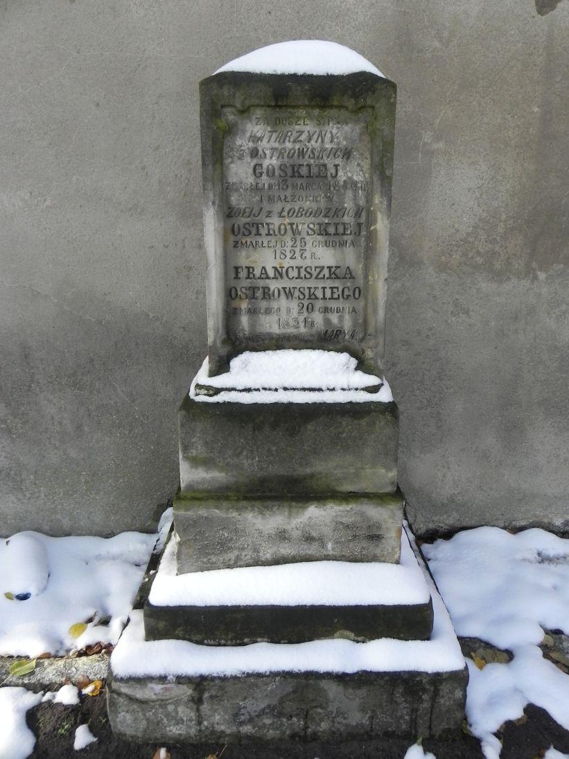 2012-10-28 Modlna - cmentarz parafialny (1)
