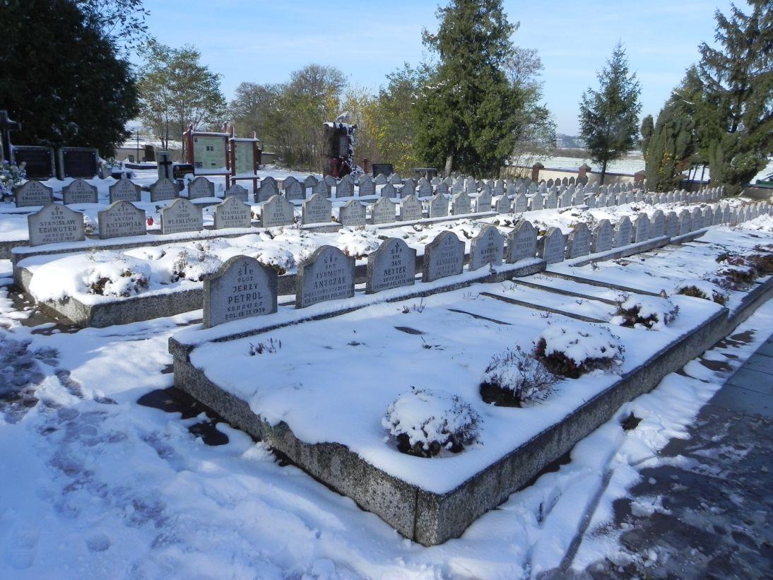 2012-10-28 Modlna - cmentarz parafialny (10)