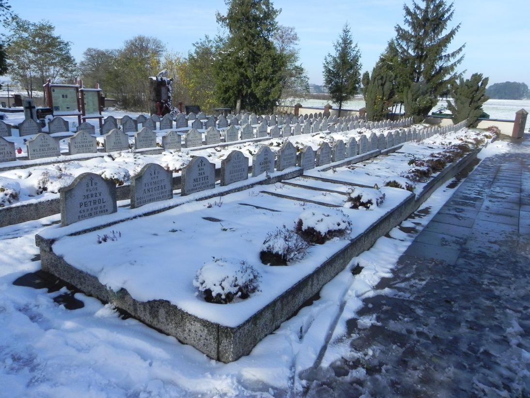 2012-10-28 Modlna - cmentarz parafialny (11)