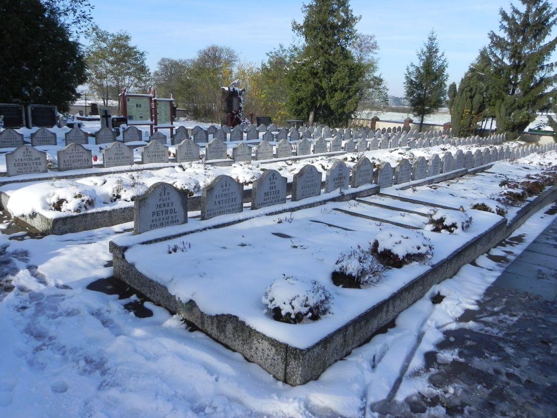2012-10-28 Modlna - cmentarz parafialny (12)