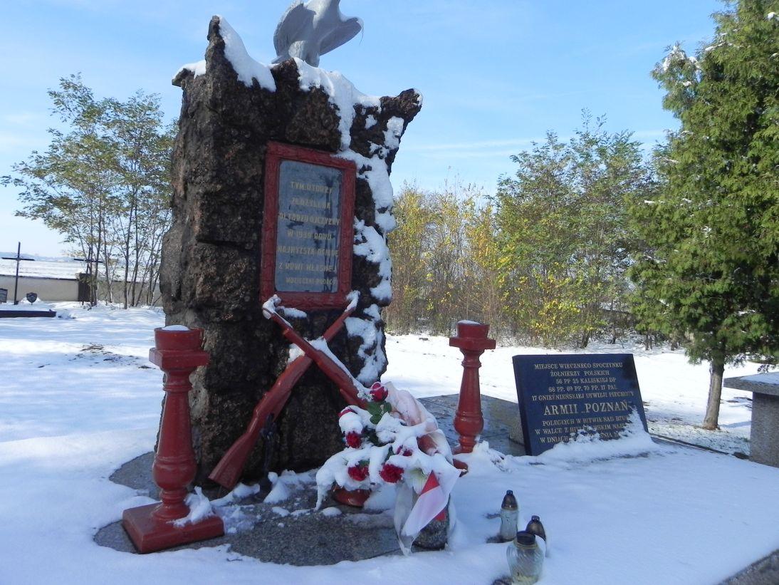 2012-10-28 Modlna - cmentarz parafialny (16)