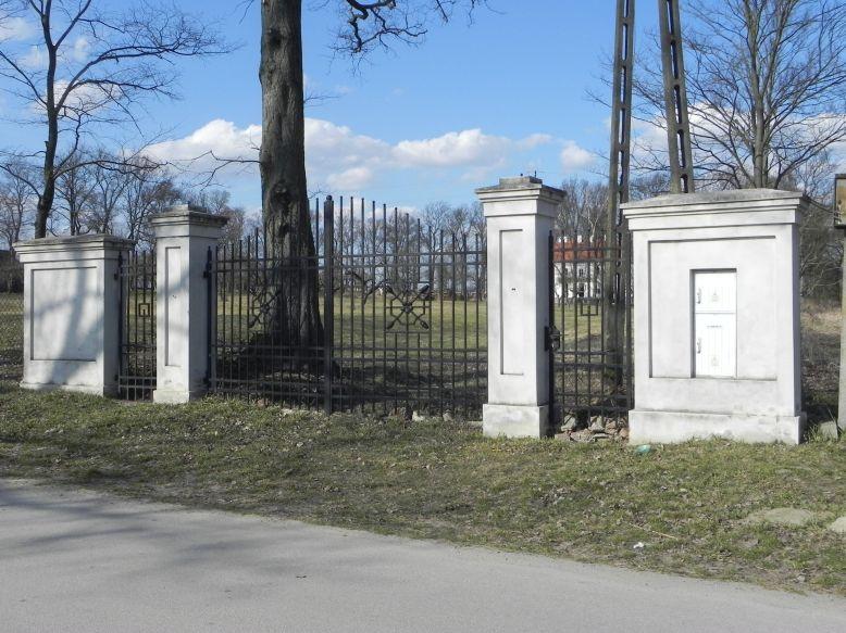 2018-04-05 Bartoszówka - pałac (1)