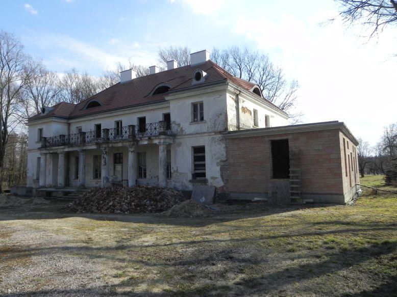 2018-04-05 Bartoszówka - pałac (11)