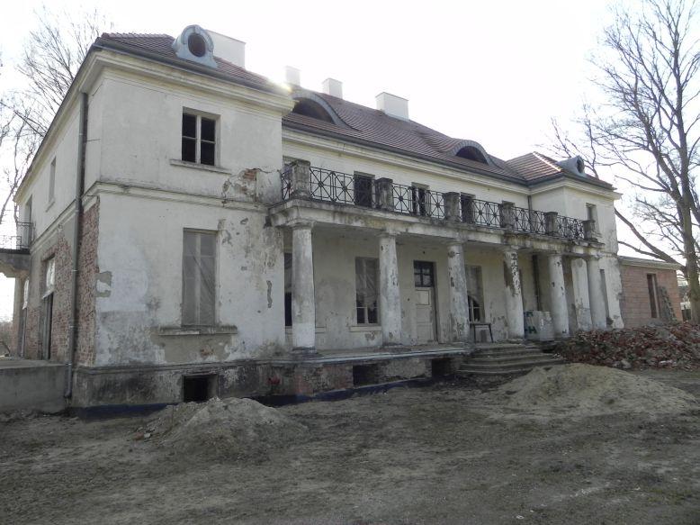 2018-04-05 Bartoszówka - pałac (14)