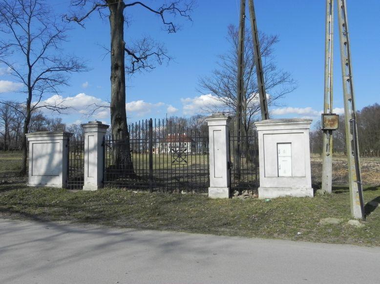 2018-04-05 Bartoszówka - pałac (2)