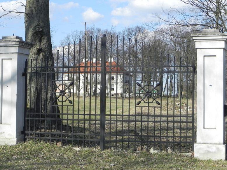 2018-04-05 Bartoszówka - pałac (4)