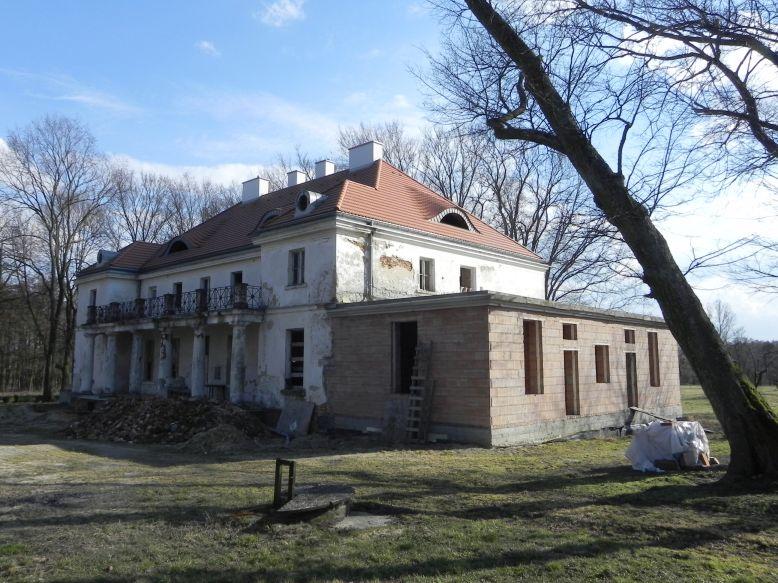 2018-04-05 Bartoszówka - pałac (9)