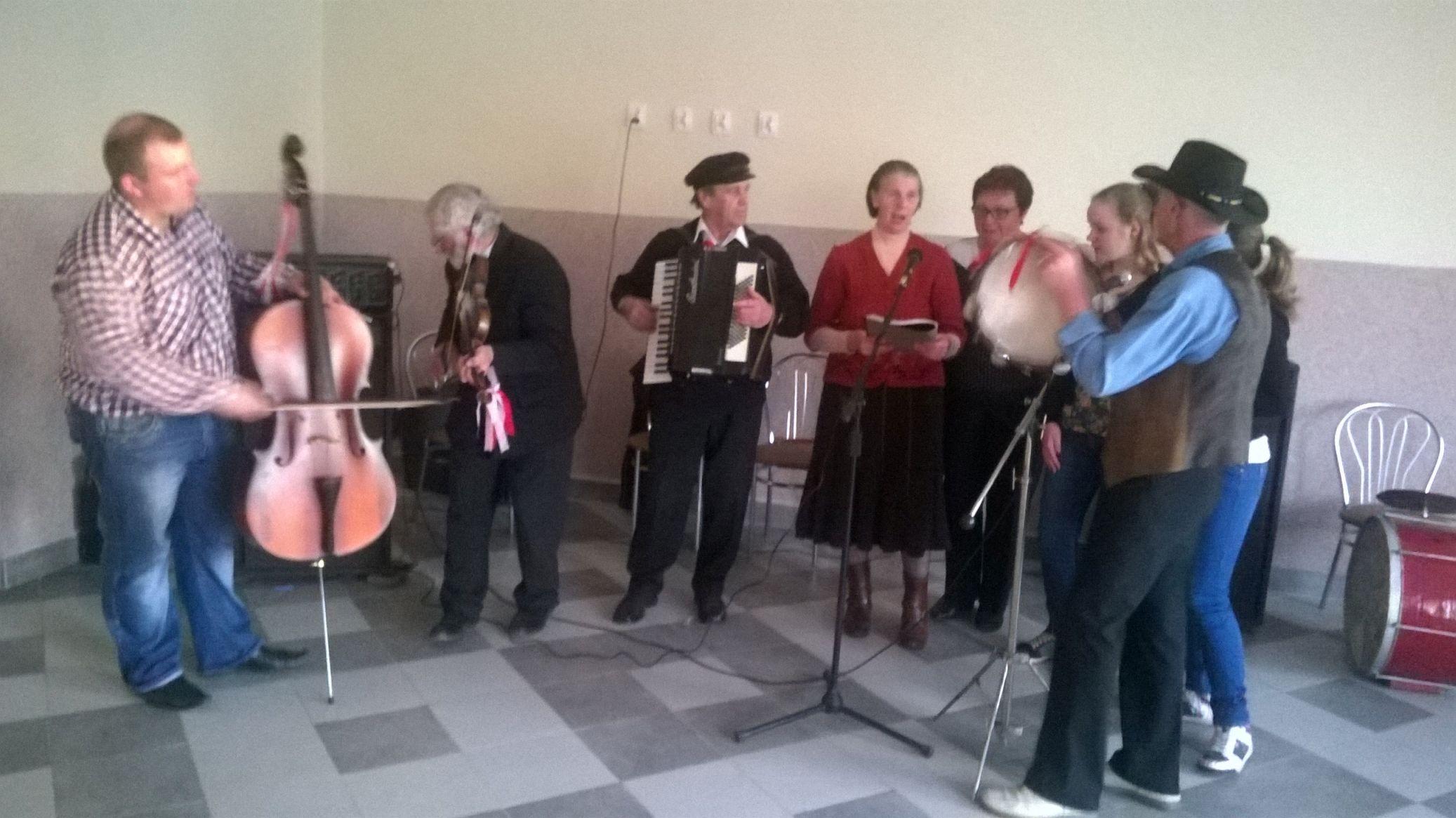 2015-04-11 Potańcówka przy oberku (11)