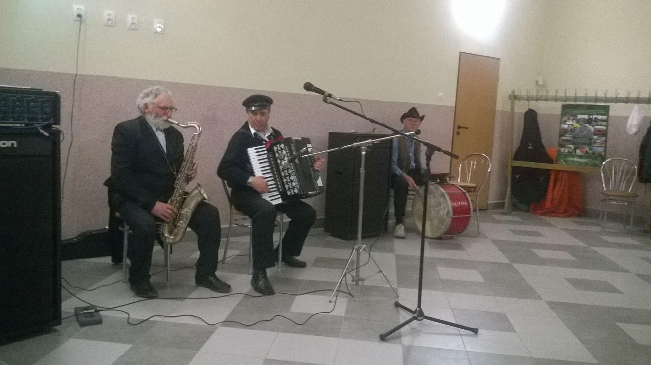 2015-04-11 Potańcówka przy oberku (37)