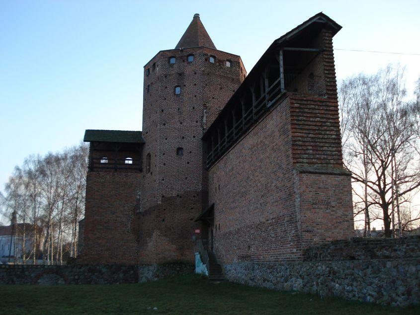 2006-12-11 Rawa Maz. - ruiny zamku (10)