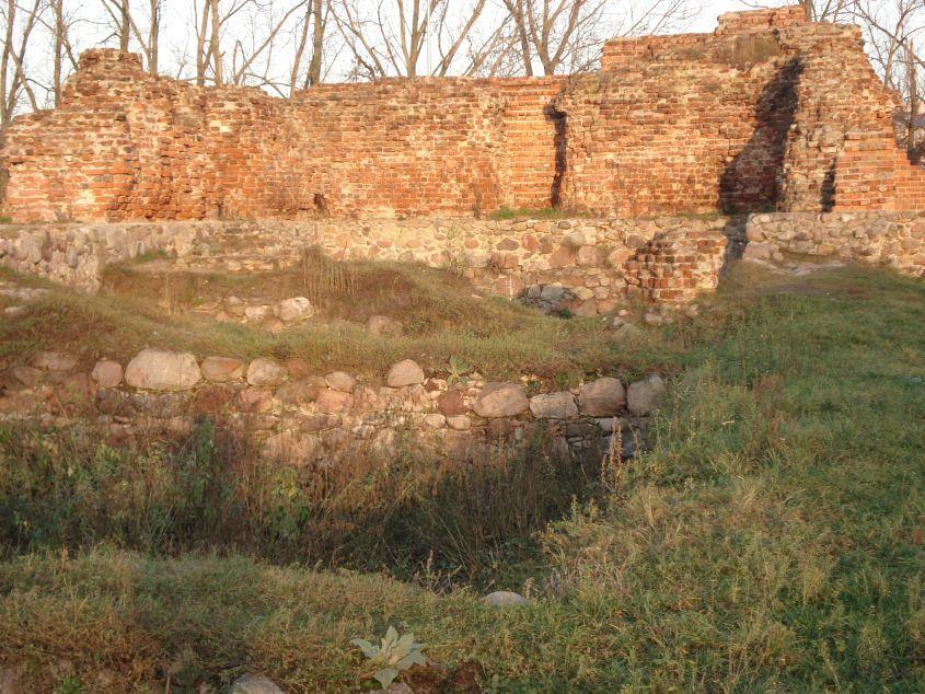 2006-12-11 Rawa Maz. - ruiny zamku (15)