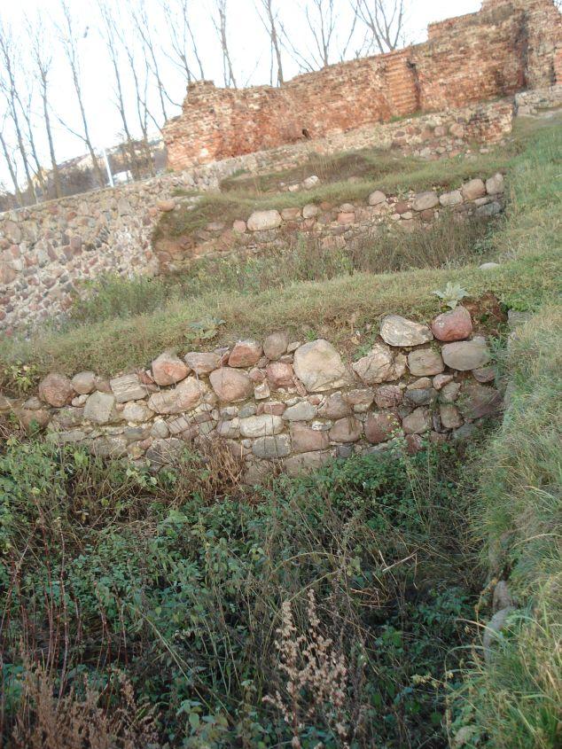 2006-12-11 Rawa Maz. - ruiny zamku (16)
