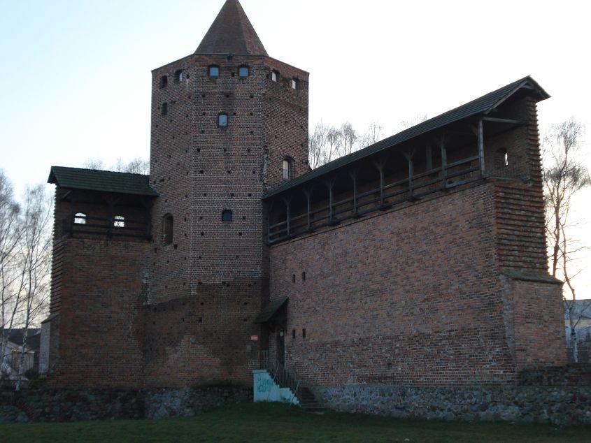 2006-12-11 Rawa Maz. - ruiny zamku (17)