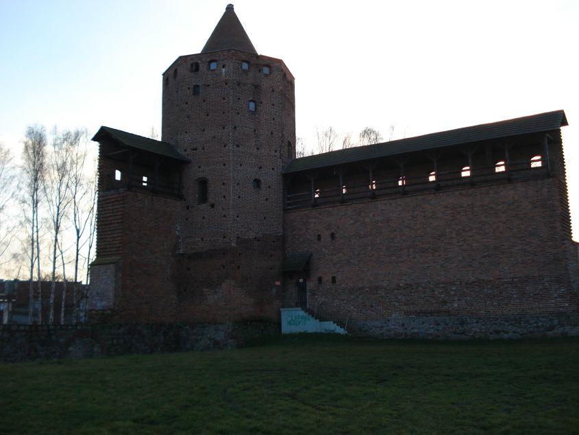 2006-12-11 Rawa Maz. - ruiny zamku (19)